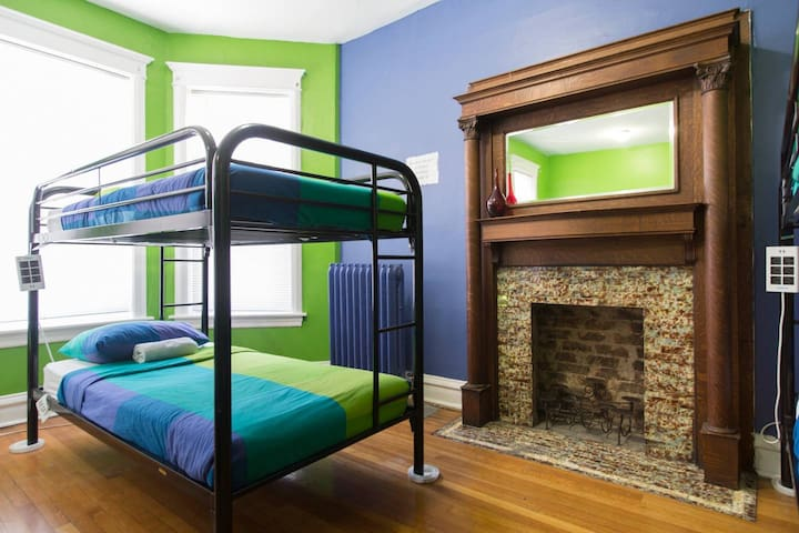 Wrigley Hostel - 4 Bed Female Dorm