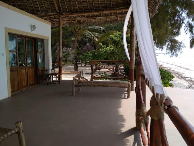 Panga Chumvi - Beach-front room