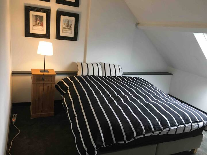 Black and white rooms in Namur