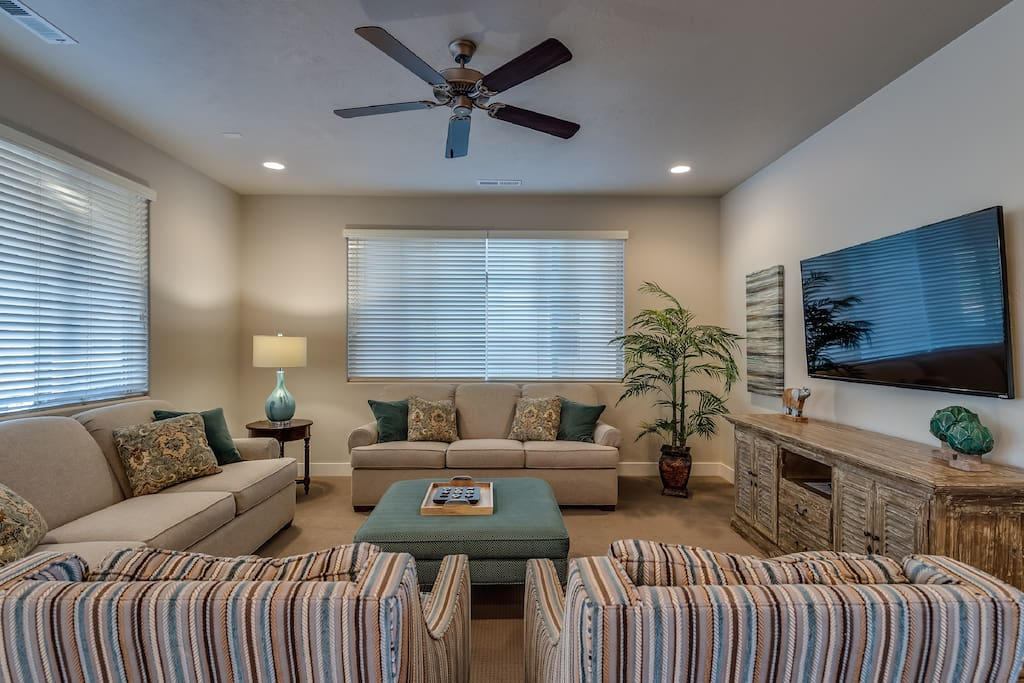 Living Room w/seating for 8