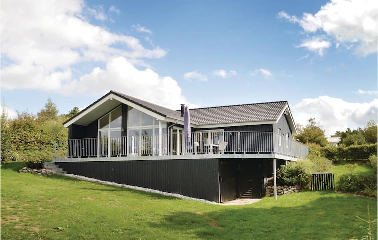 Holiday cottage with 3 bedrooms on 129m² in Løgstrup