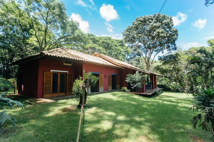 Casa em bosque na cidade das Flores - Holambra - House