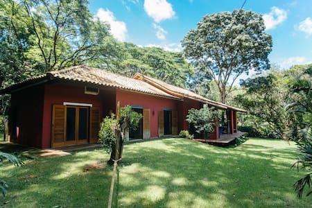 Casa em bosque na cidade das Flores - Holambra - Maison