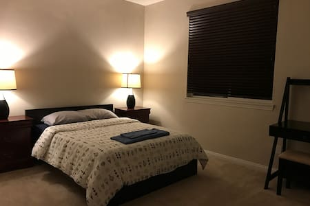 Comfy Private Room Sleeps Up to 2 - Victorville