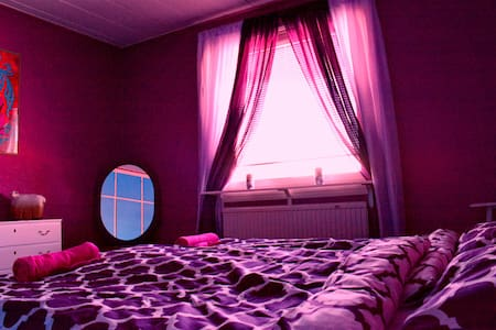 Purple room double bed private - Kiruna