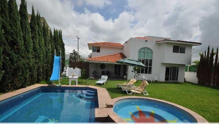 Renta Casa Lomas de Cocoyoc - Oaxtepec - House