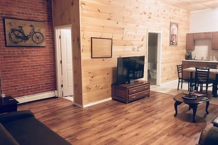 Spacious 2-bedroom Loft in City Center