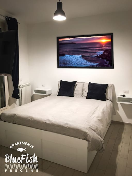 Bed room with a/c and tv set