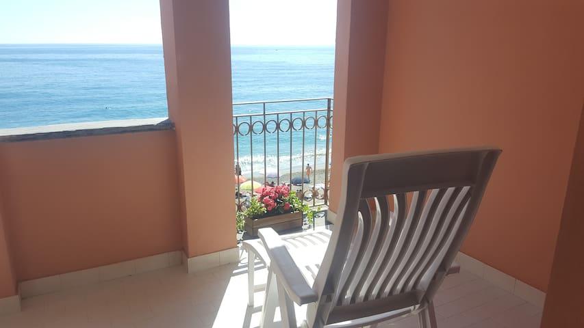 Appartamento sulla spiaggia 5 terre O11O14-LT-0004