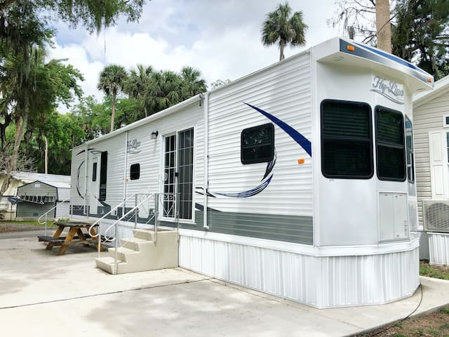 1 Bedroom RV Cottage, minutes from the river