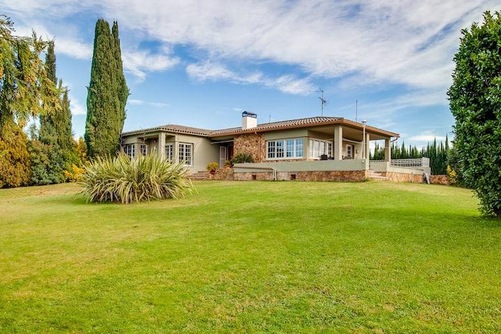 Casa unifamiliar con amplio terreno muy cerca de la playa de Sant Pere Pescador