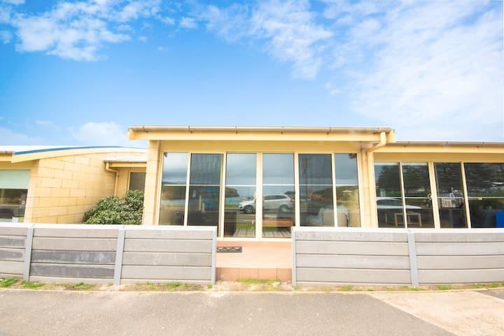 Bayview No 2 - Beachfront Apartment