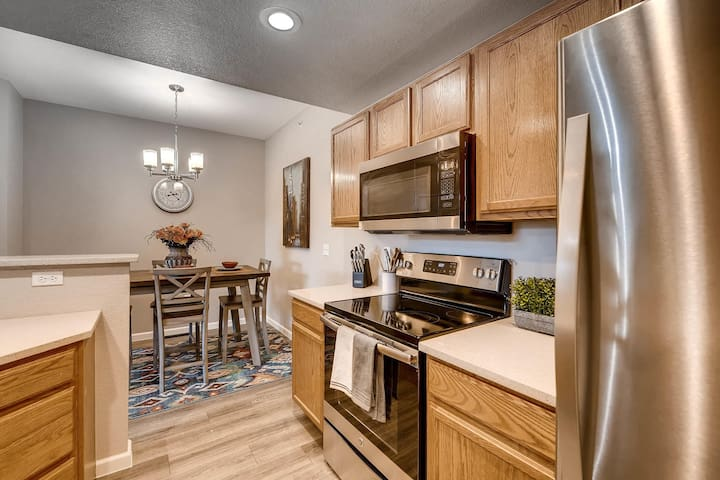 Brand New Stainless Steel Appliances, and Granite Countertops, Undermount Sink, Completely remodeled kitchen