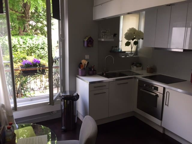 LOVELY FLAT IN THE HEART OF MONTMARTRE