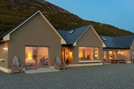 Dolphin Beach Lodge - Clifden