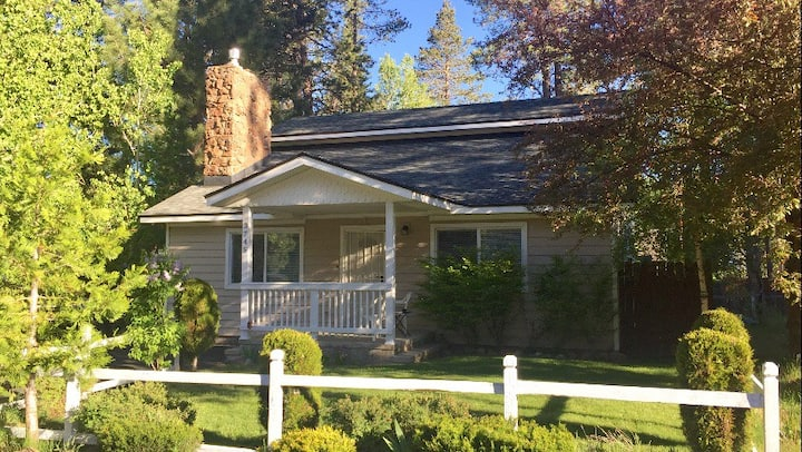 Great Location! New 4/3 w/ hot tub. Walk to lake!