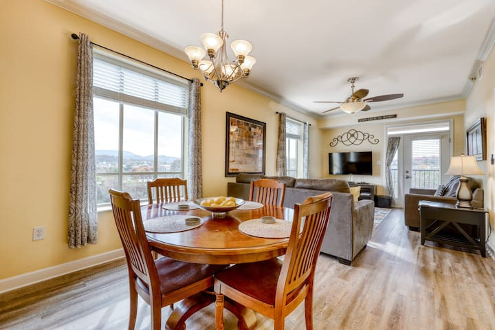 Charming condo w/balcony, river views, community hot tub and outdoor pool!
