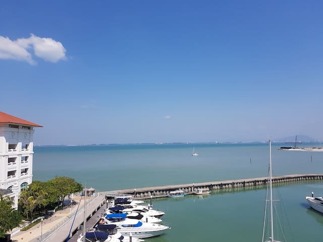 Straits Quay Seafront Suite with Marina View