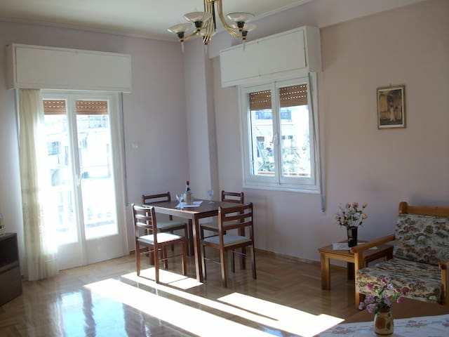 A comfortable apartment to stay n enjoy Athens