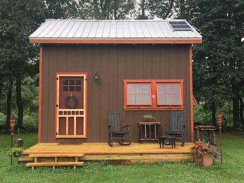 Fernberry Cabin Cozy Off grid Post and Beam Haven