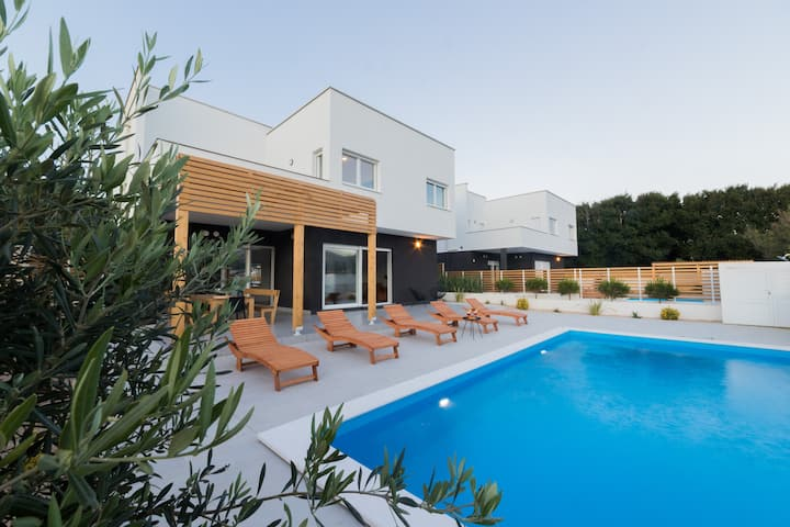 Brand-new 5* villa with private pool- Belveder II