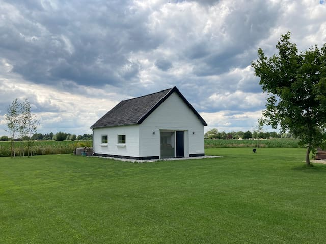 Tiny house - quiet - peaceful - scenic view!