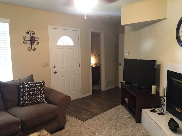 Overland Park Townhome - Overland Park - Radhus
