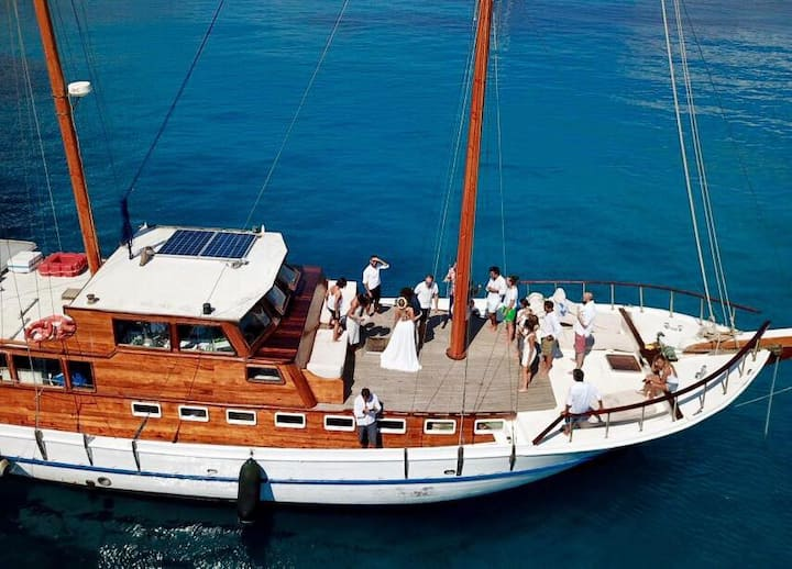 Weekly cruises: Aegadian Islands, Malta, Tunisia.