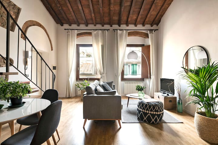 Best Location w/Panoramic View of the Street+Duomo