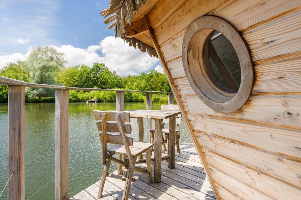 Cabane au milieu du lac