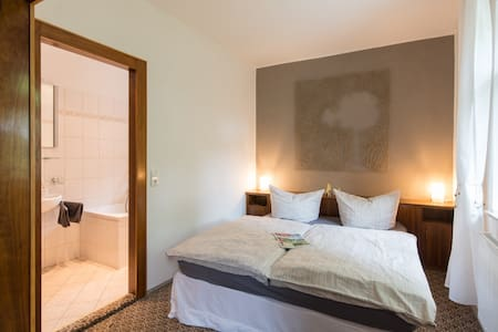 Doppelzimmer mit Badewanne in 1937er Villa - Bad Gottleuba-Berggießhübel