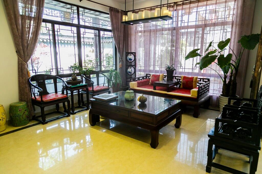 一楼客厅,红木古典家具