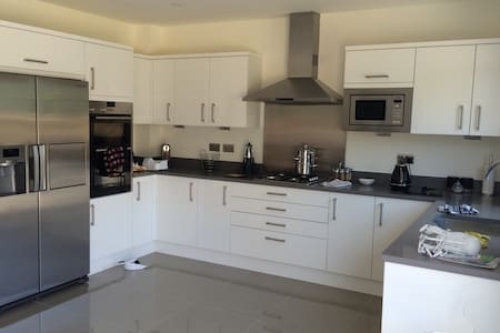 New 3 Bed Detached House, Epsom Downs, Surrey - Epsom - Casa