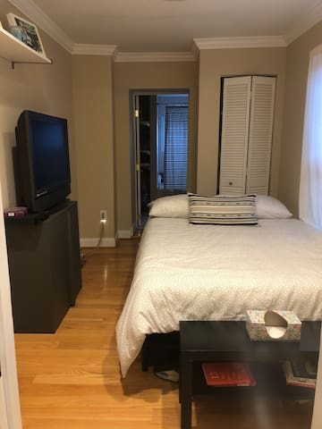 Private Bed and Bath in the Heart of Federal Hill