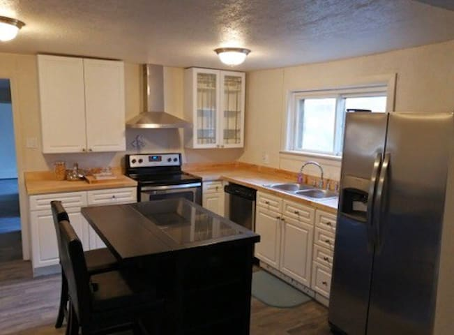 New Renovated 4 Bed 2 Bath Entire Home in Alamosa