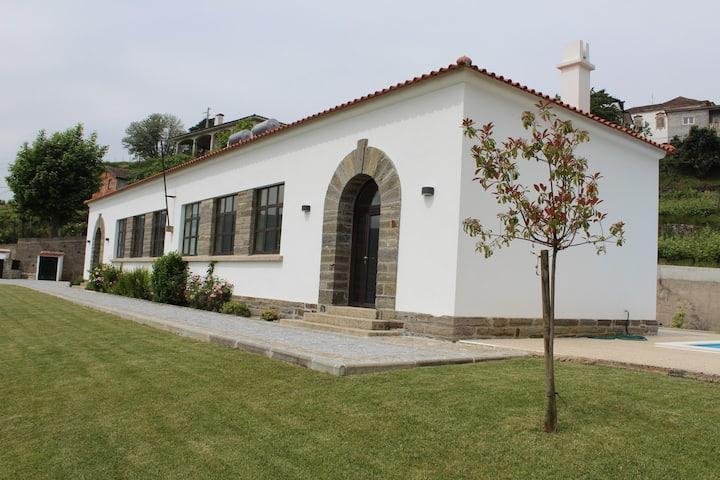 Casas da Escola de Cidadelhe - Sala Feminina