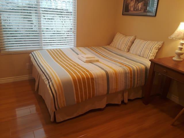 Irvine Nice Private Bedroom, Queen Bed