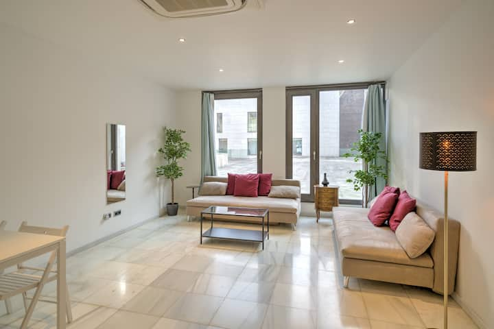 Marble Deluxe Apartment in the Heart of Antwerp 2D