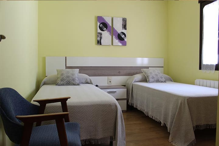 Dormitorio 3 con dos camas de 90x200cm.