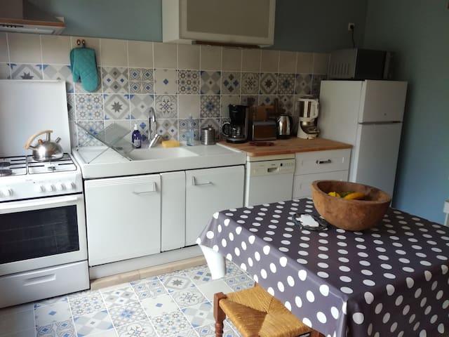 cuisine très lumineuse / bright kitchen