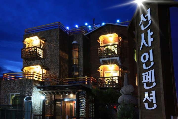 경상북도 영덕 장사해수욕장 앞 선샤인펜션입니다. 안전하고 깔끔하게 모시겠습니다 - Namjeong-myeon, Yeongdeog - Villa
