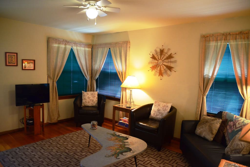 Arcata Stay's Sweet Home Stay 2 BD/1 BA Bungalow interior