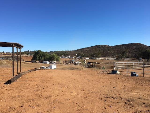 RV Horse Park and Rest Stop for RV - Wildomar - Trailer