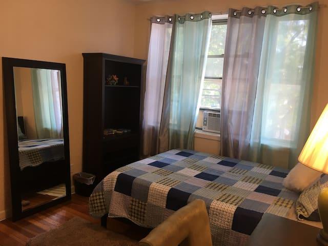 Master Bedroom close to LGA ,JFK, and highways