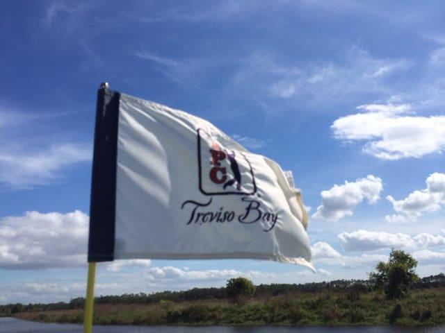Beautiful 3/2 In Naples with TPC Golf Membership! - Naples - Szeregowiec