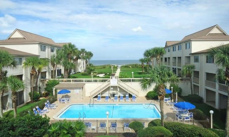 Crescent Beach Condo Sleeps 7