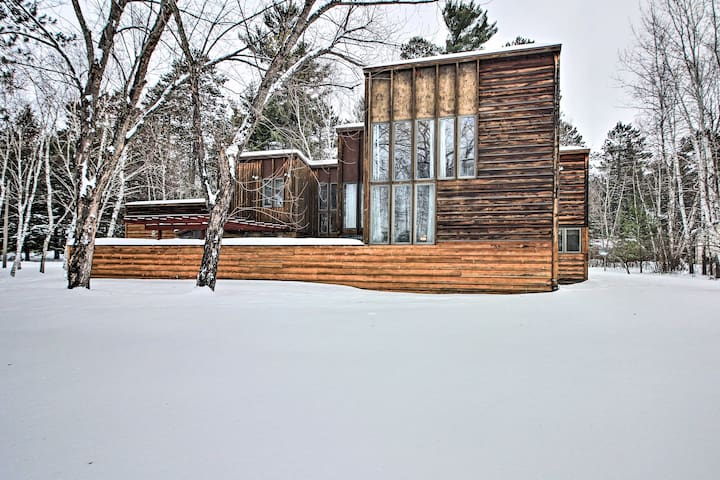 NEW! Architect-Designed Cabin w/ Patio & Fire Pit!