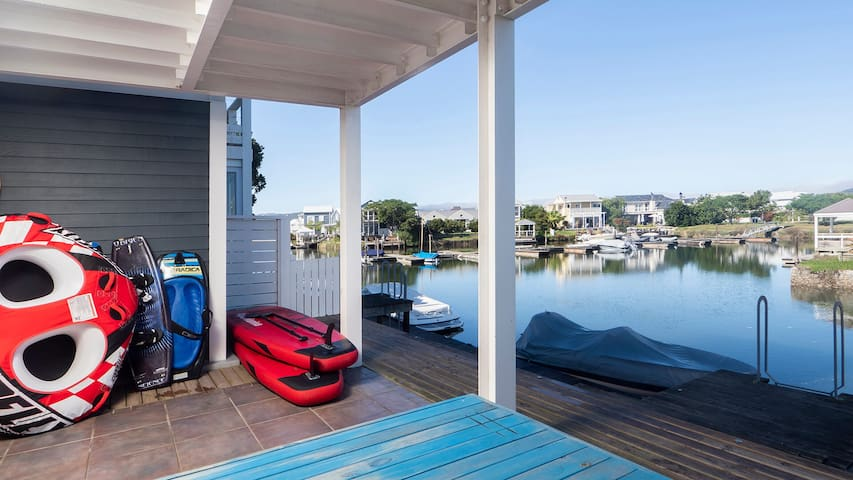 Clean Holiday Home on Thesen Island Canals