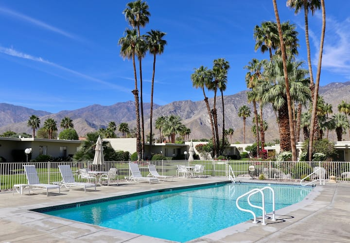 Delightful and sophisticated condo w/ shared tennis, outdoor pool, & spa!