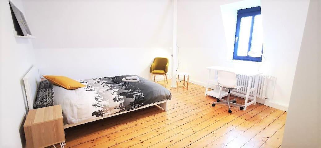 ROOM 4- Nice room in the heart of SÜDSTADT, 53113